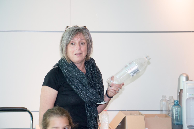 Ist die Flasche leer oder voll? (Foto: B. Budig)