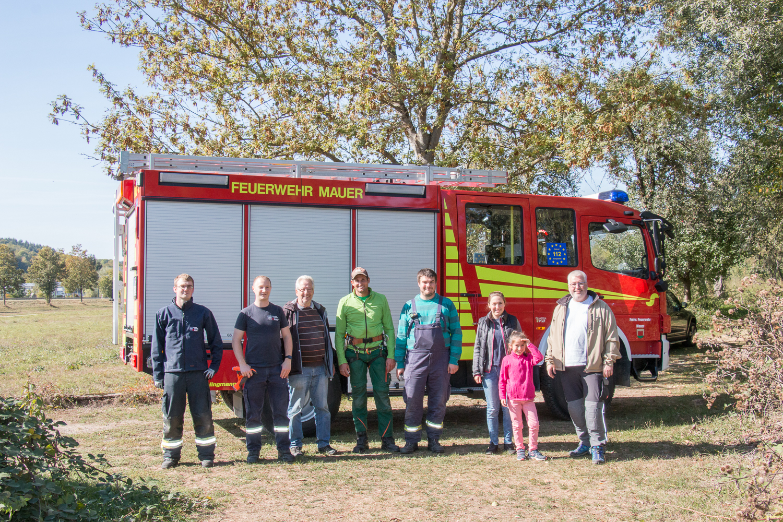 Fleißige Helfer von der Freiwilligen Feuerwehr und dem NABU Mauer