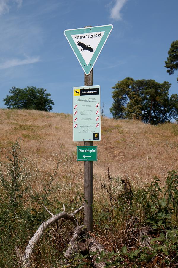 Schilder Naturschutzgebiet Dünenlehrpfad (Foto: B. Budig)