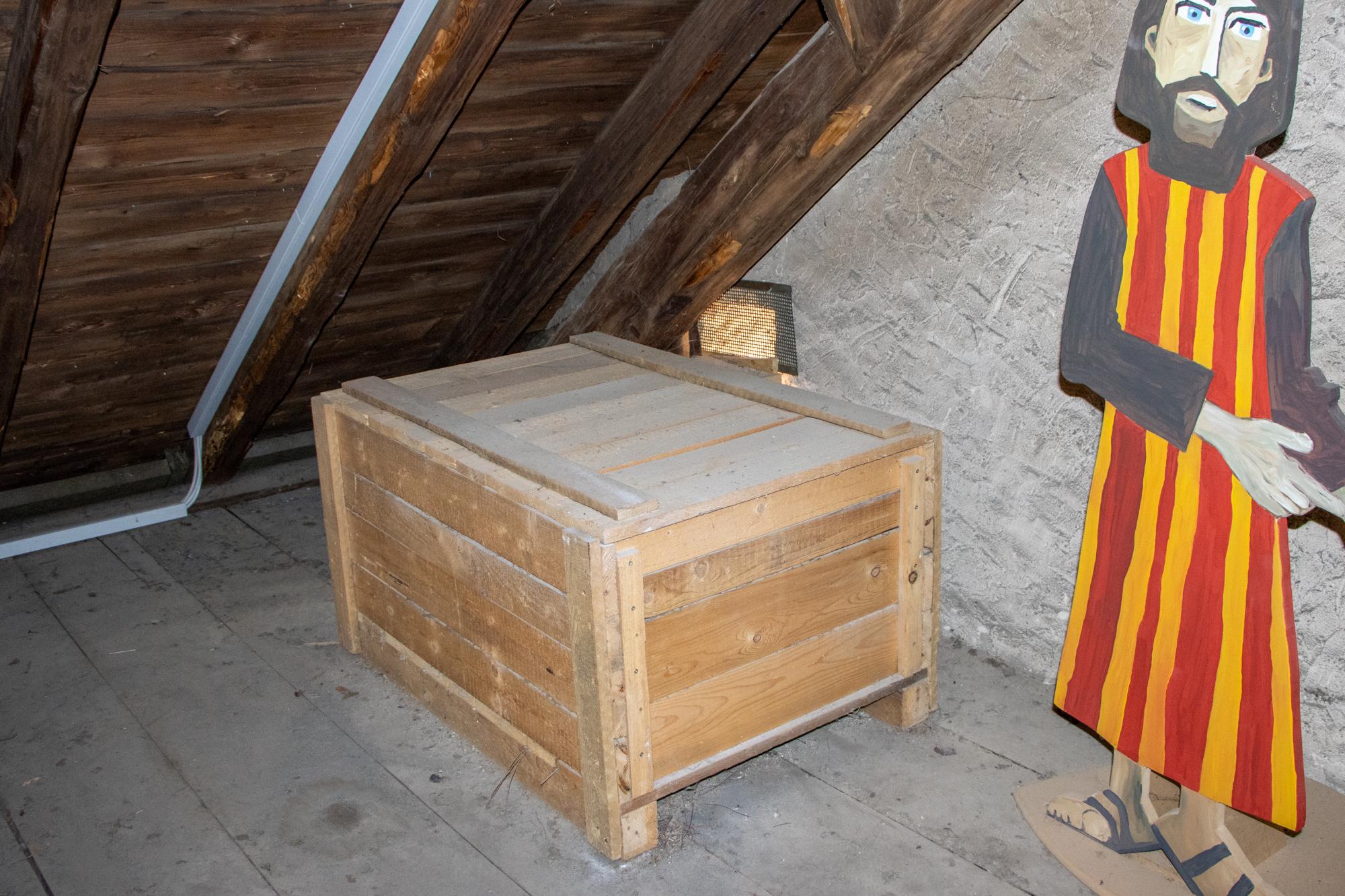 Großer Nistkasten auf dem Dachboden