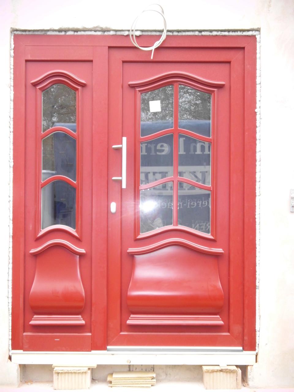 Hauseingangstür mit Seitenteil Kunststoff weiß / rot Immobilienverwaltung Bönen