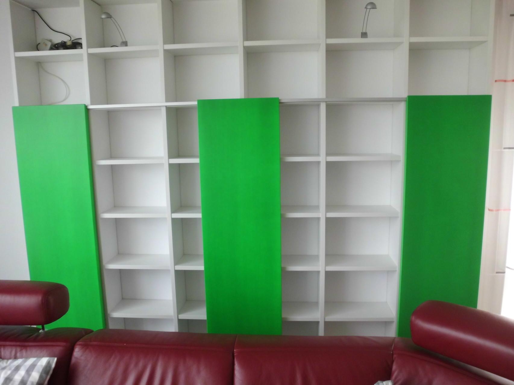 Schiebetüranlage mit Regal Hochglanztüren Neongrün Privatkunde Hemer