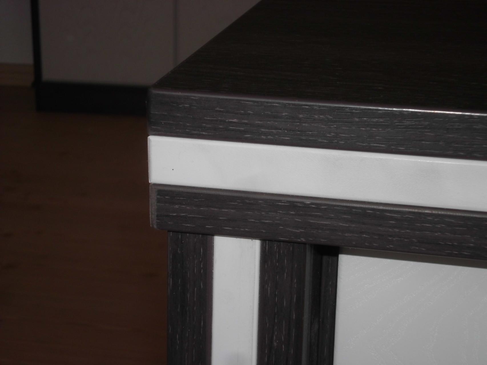 Schreibtisch Detailansicht Ecke