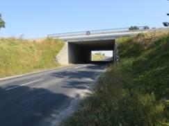 pont pouvant permettre le passage d'animaux sous une autoroute