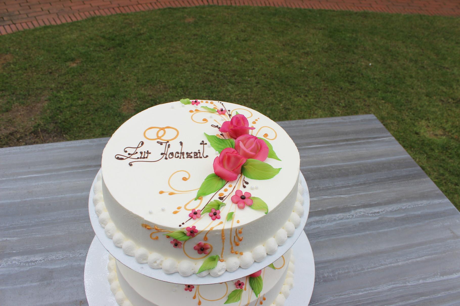 Moderne Hochzeitstorte mit Rosen von Airbruschtechnik