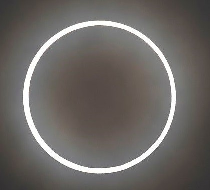 Eine perfekte ringförmige Sonnenfinsternis, beobachtet in Japan.