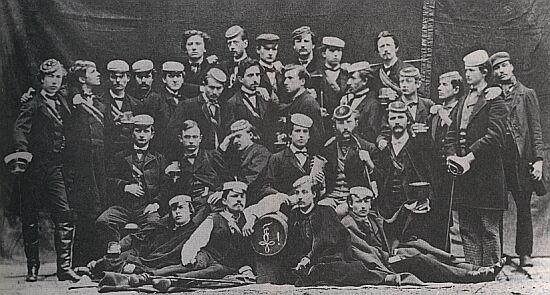 Nietzsche (links oberhalb des Fasses) im Kreise seiner Bundesbrüder, 1865