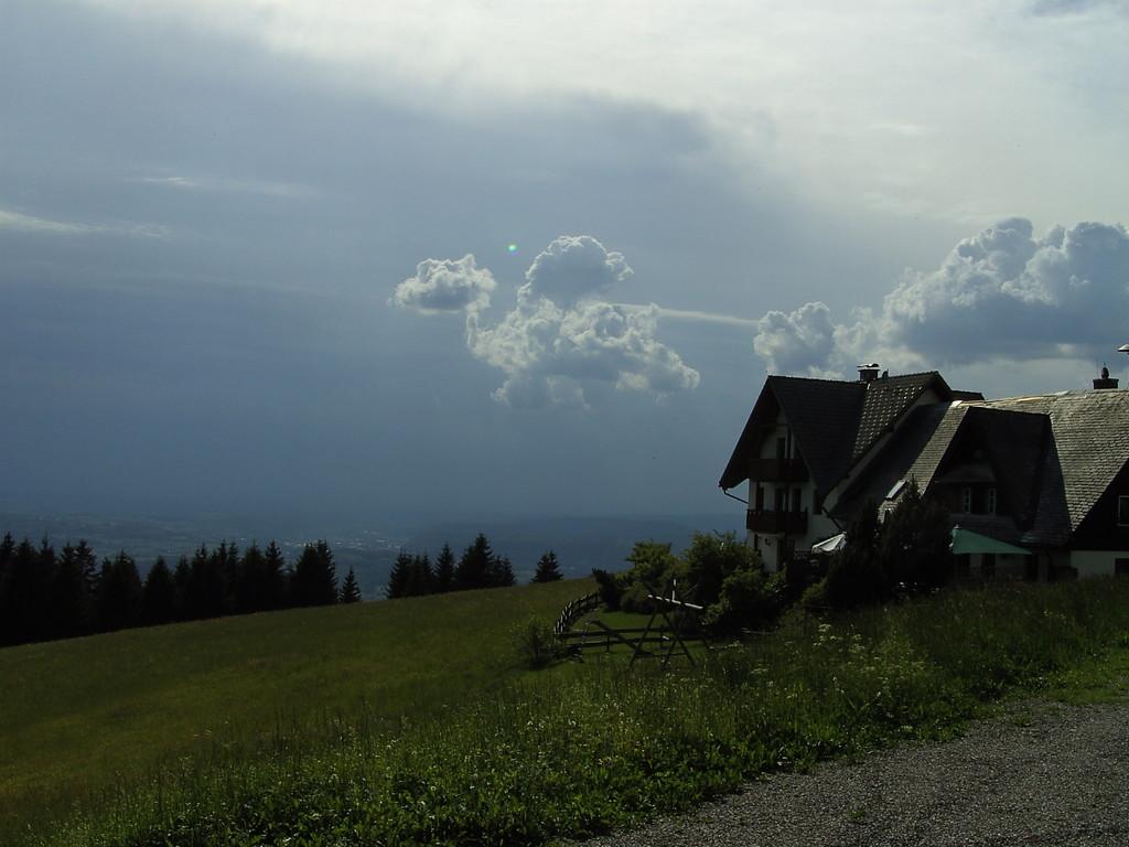 Gewitterstimmung bei Gasthaus Jägerstüble   © Hartmut Hermanns