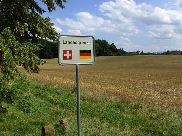 Grenzgang    © Hartmut Hermanns