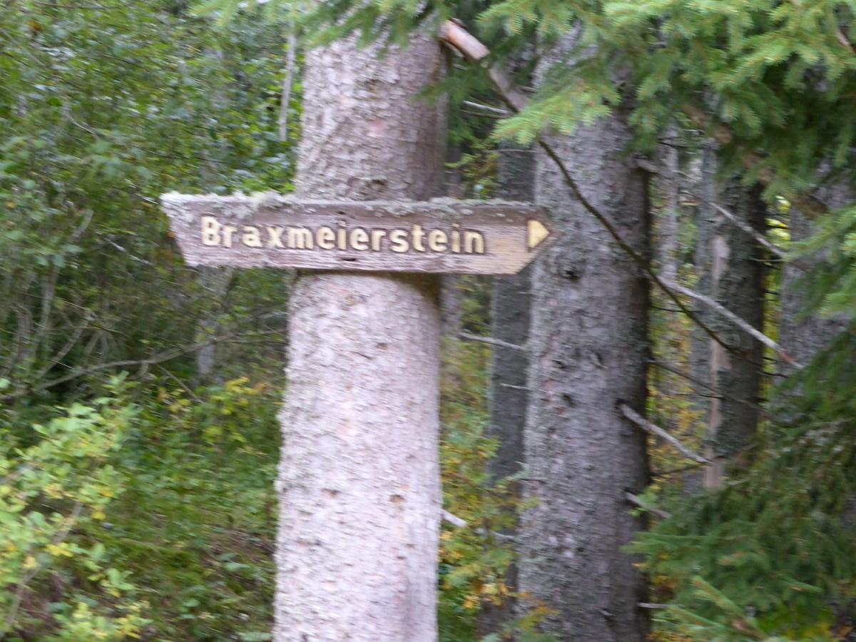 Wegweiser zum Braxmeierstein © Hartmut Hermanns