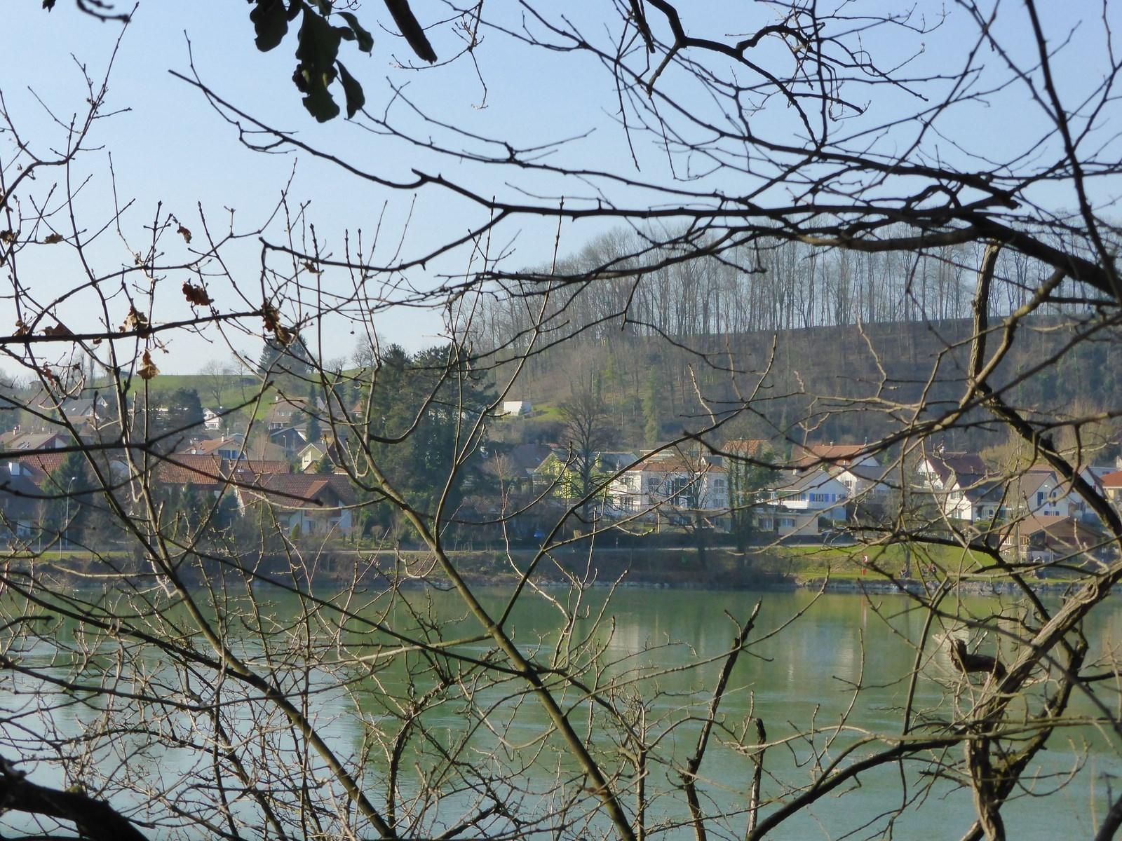 Am Rhein gegenüber von Wallbach (CH) © Hartmut Hermanns
