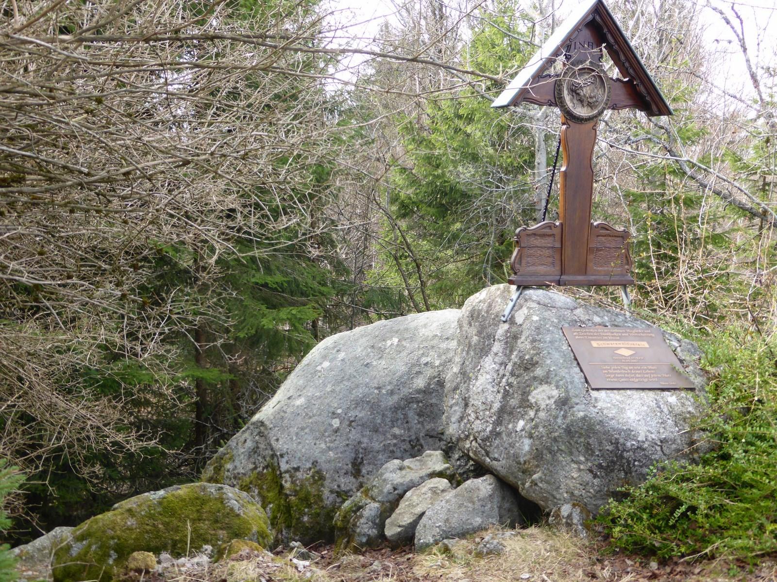 Kreuz auf einem vorchristlichen heiligen Ort  © Hartmut Hermanns