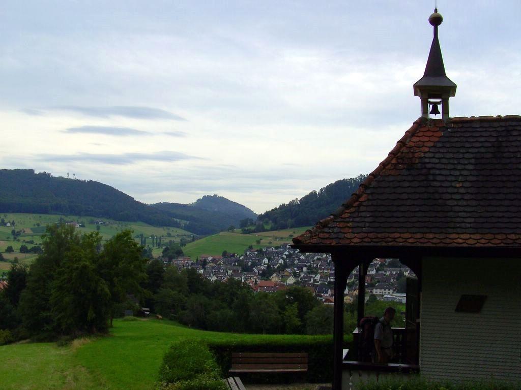 Konradskapelle mit Hohengeroldseck  © Hartmut Hermanns