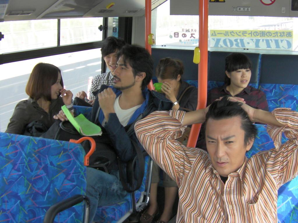 路線バスで文化の森へ移動中