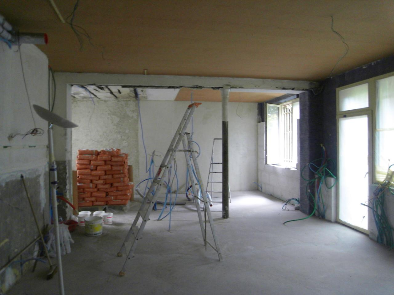 isolants murs 16cm Multipor  (λ 0,04W/mK; support enduit terre) + 1cm Spaceloft (λ 0,014) sur murs en brique (présence sels de nitrate), liège au plafond