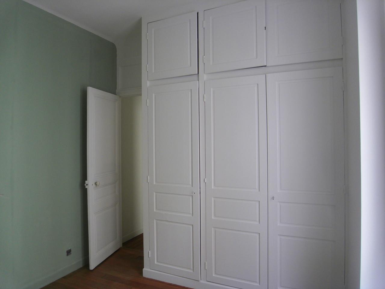 anciennes portes de placard réutilisées