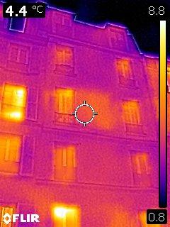 les infiltrations mises en évidence par une photo thermique