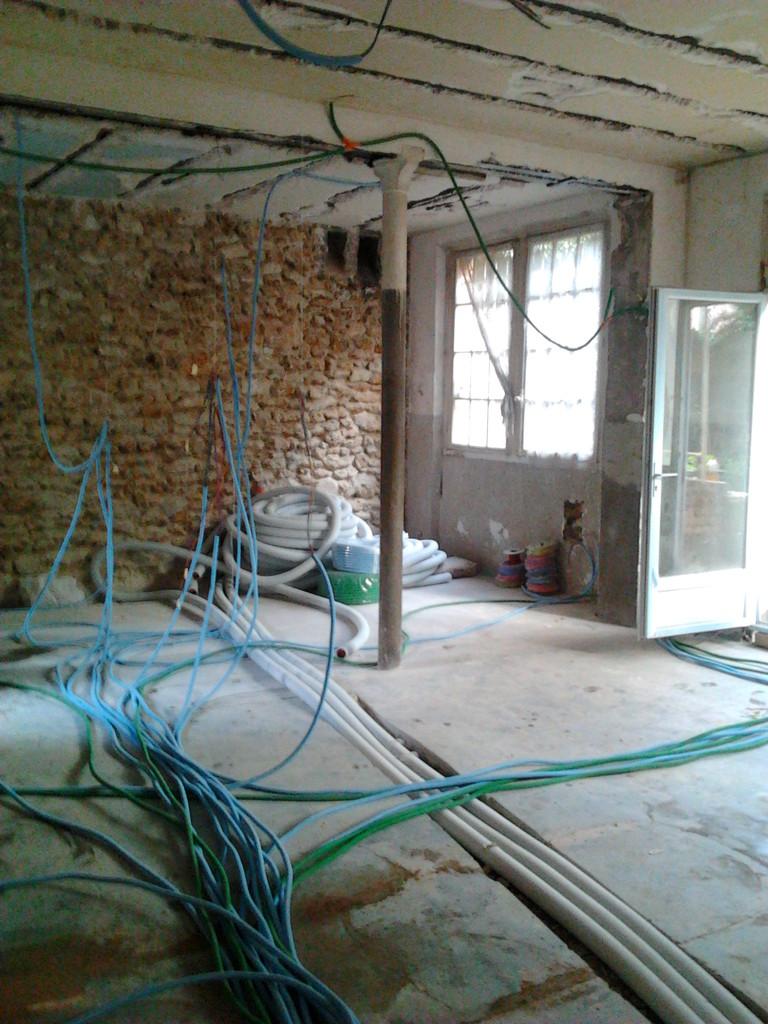 dépose béton pour laisser respirer les murs,  conduits ventilation par le sol