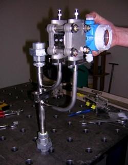 """MS 5 für Gas oder Flüssigkeit, für vertikalem Rohrverlauf. Prozessanschluss: Kupplungen R 1 """""""