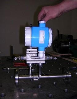 MS 5 für Gas oder Flüssigkeit, mit horizontalem Rohverlauf. Prozessanschluss Flanschen DN 15 / PN 16