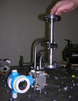 MS 5 für Gas oder Flüssigkeit, für vertikalen Rohrverlauf. Prozessanschluss Flanschen DN 15 / PN16