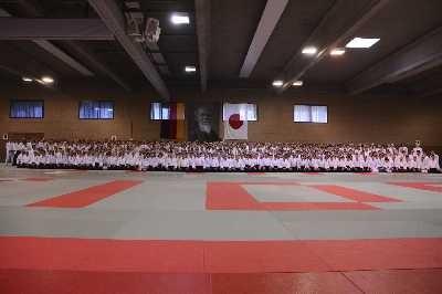 50 Jahre Aikido in Deutschland - Auch aus dem norddeutschen Raum waren viele Teilnehmer dabei. Weitere Infos gibt es hier...