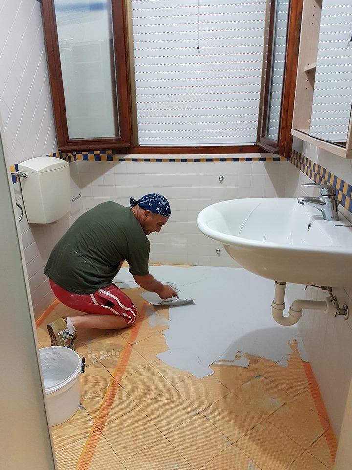 Bagni in resina benvenuti su resine design pavimenti rivestimenti in resina e ceramica di - Autolivellante su piastrelle ...