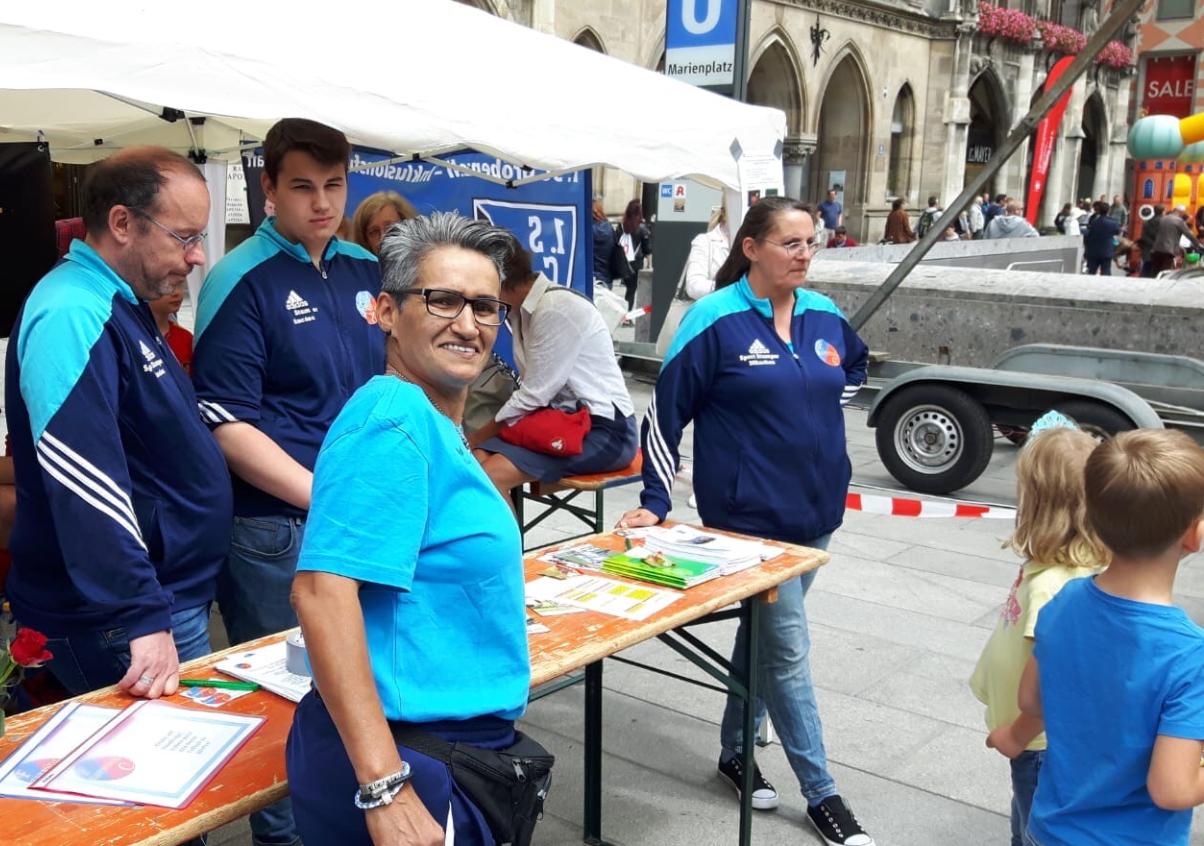 Vorstellung Inklusionsmannschaft beim Inklusion Sportfest auf dem Marienplatz