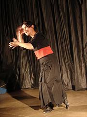 """Bernadète Bidaude dans sa création """"En route"""", 2008"""
