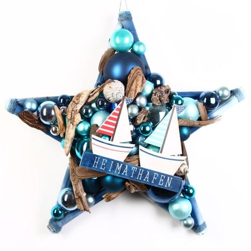 Stern aus Glaskugeln und Treibholz, für Liebhaber des Nordic Christmas Style.