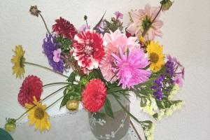 Blumenstrauss im Garten gesammelt