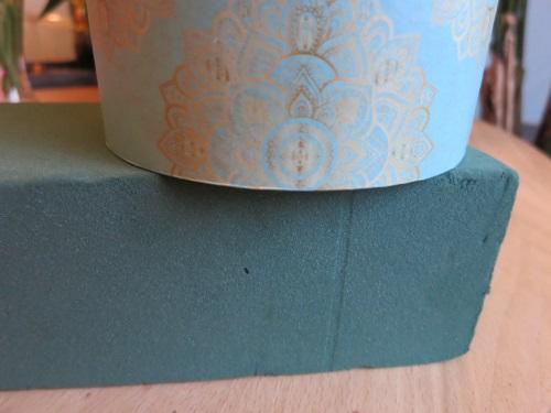 Abdruck der runden Schachtel auf das mosy drücken