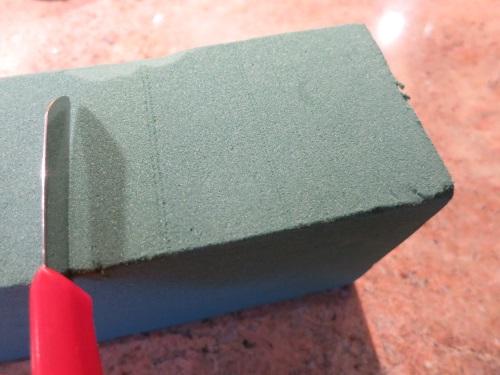 8. Mit dem Messer auf die passende Gefäß-Größe zuschneiden.