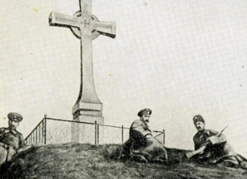 Жандарми на могилі Шевченка під час 100-річчя з дня народження поета