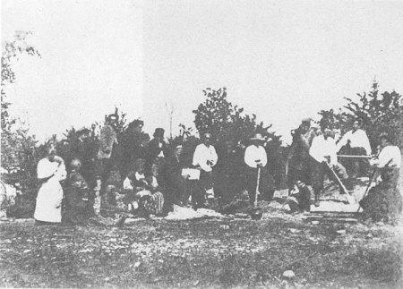 Селяни копають могилу Шеенкові в Каневі