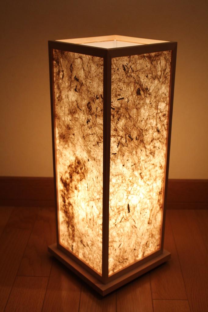 竹の繊維がそのまま漉き込まれていて、自然の風合いが楽しめます。