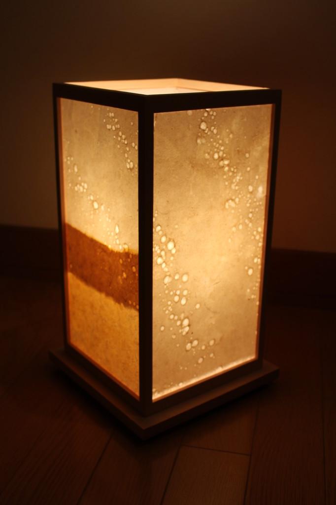 草木染めの竹紙と水滴で作られた表情の組み合わせです。