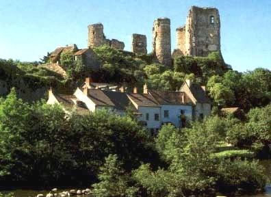 Hérisson  - Vestiges du chateau datant du XIe siècle.