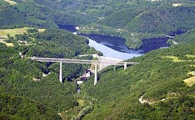 Le Viaduc des Fades  d'une hauteur de 132m, construit par G.Eifel en 1901,