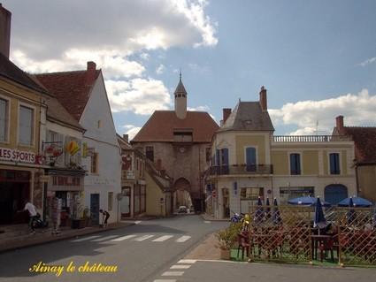 Ainay le Chateau - La porte de l'horloge du XVe siècle