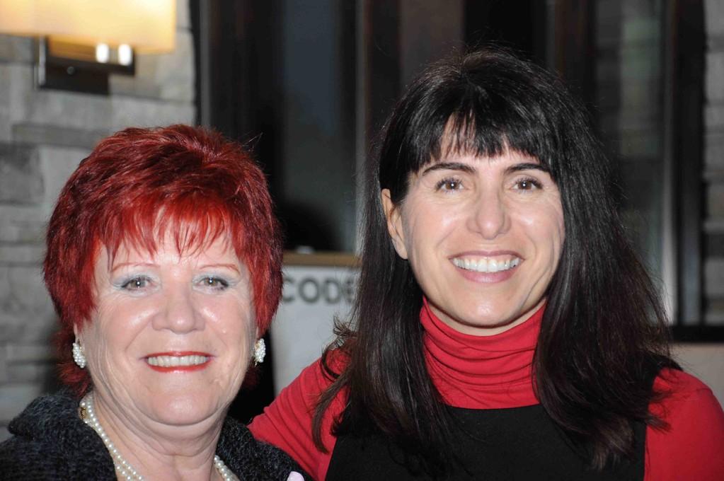 Me voici avec mon amie, Suzanne Clermont à qui ont doit ces superbes photos.