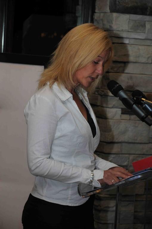 La maîtresse de cérémonie, Geneviève St-Pierre, directrice des centres SEMLAVIE