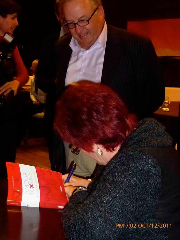 Laurent Bilodeau aussi voulair faire dédicacer son livre.