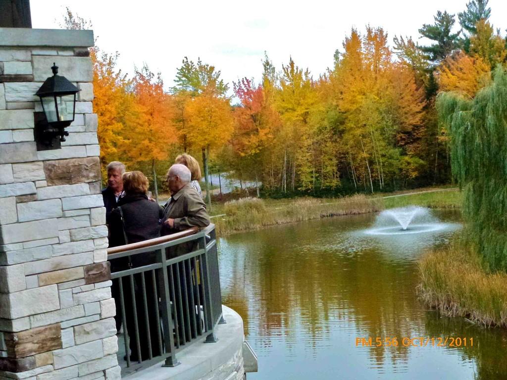Une merveilleuse journée d'automne, un balcon et des invités charmants, voilà tout pour faire de cet évènment une réussite.
