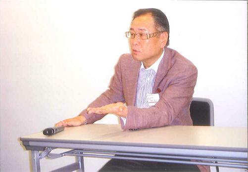 岩谷英昭氏
