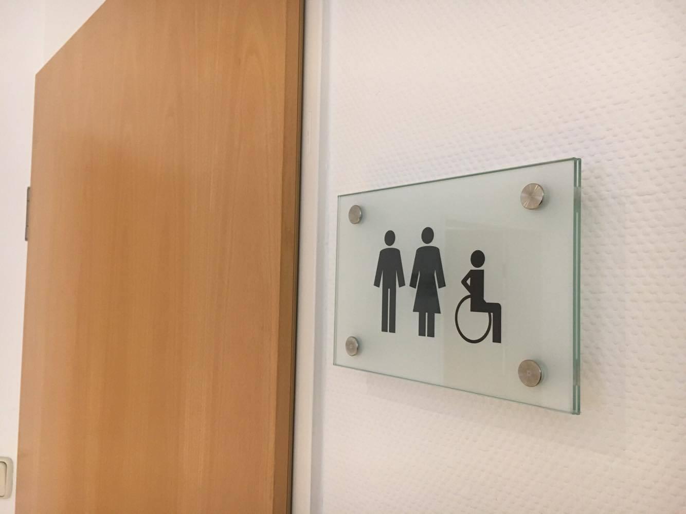 Unser Patienten-WC ist behindertengerecht