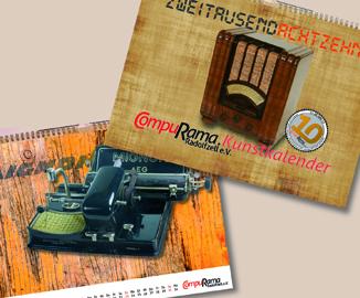Deckblatt mit historischem Radio und ein Monatsblatt mit historischer Zeiger-Schreibmaschine fast vollständig