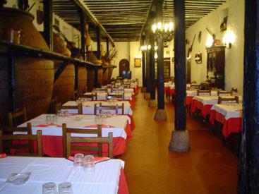 Mesas deas del restuarante Mesón Cuevas del Murciélago de Chinchón