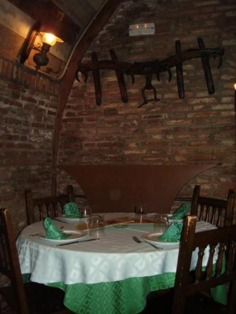 Mesa del restaurante La Cueva de Tariego de Cerrato