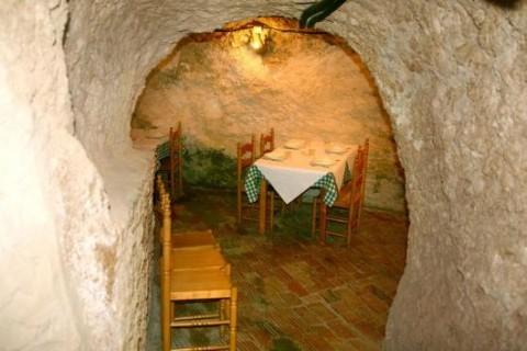 Entrada a cueva en el mesón